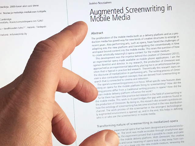 Augmented screenwriting in mobile media